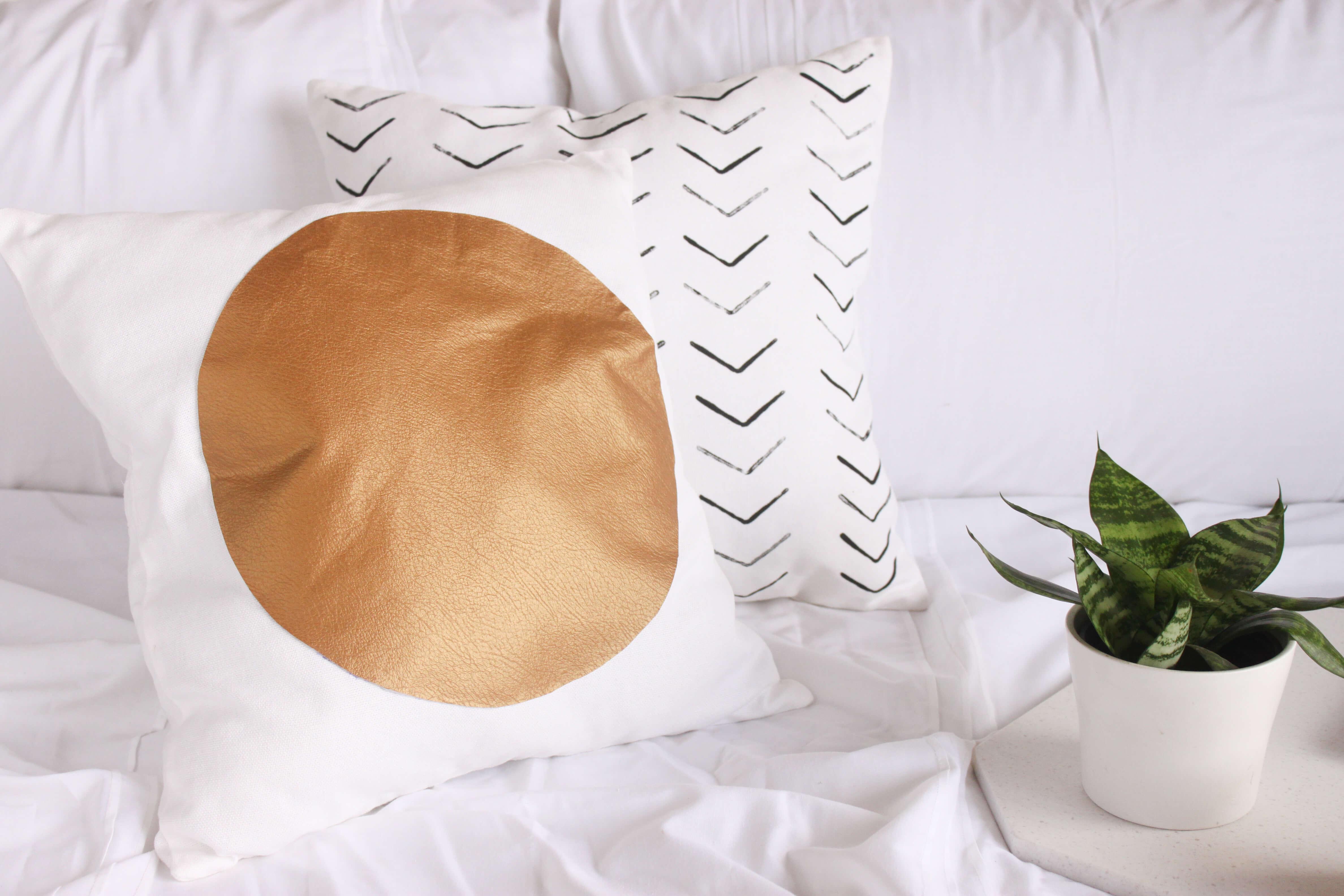 Easy DIY Throw Pillows